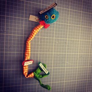 Sculpture en tissu neurone tricolore d'invertébré