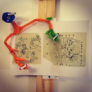 Sculptures en tissu neurone tricolore de l'arc réflexe.