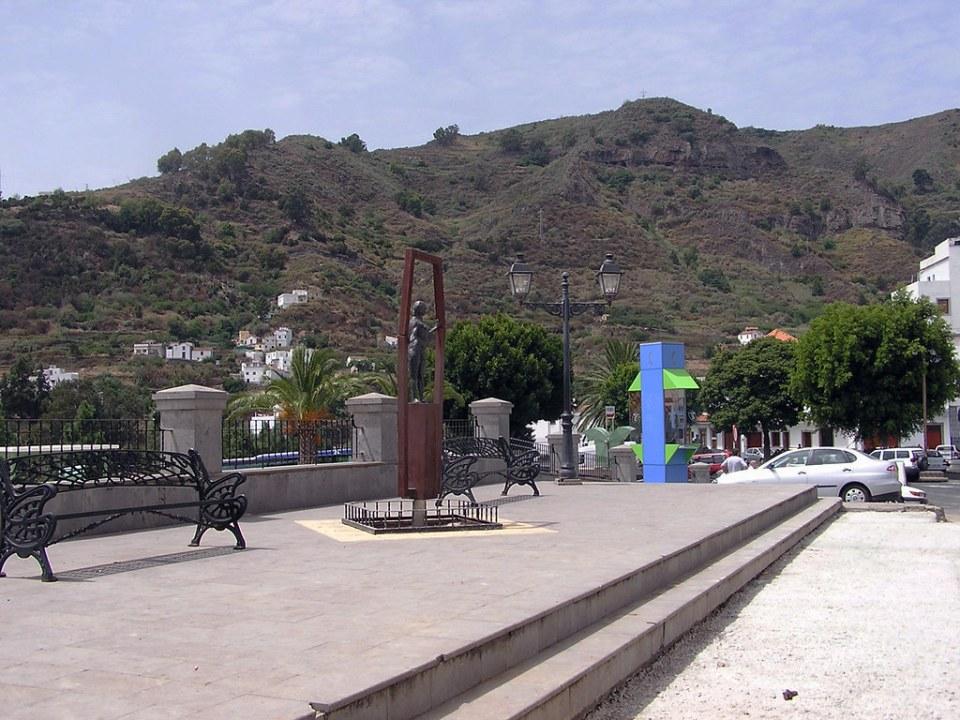Estatua escultura a la Mujer en la plaza de la Mujer Teror Gran Canaria