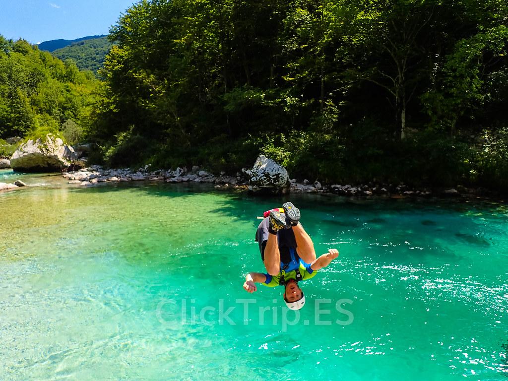 Alpi Center | Deportes de aventura · Actividades al aire libre | Actividades por el río Soca | Turismo de Eslovenia | Monitores saltando | ClickTrip