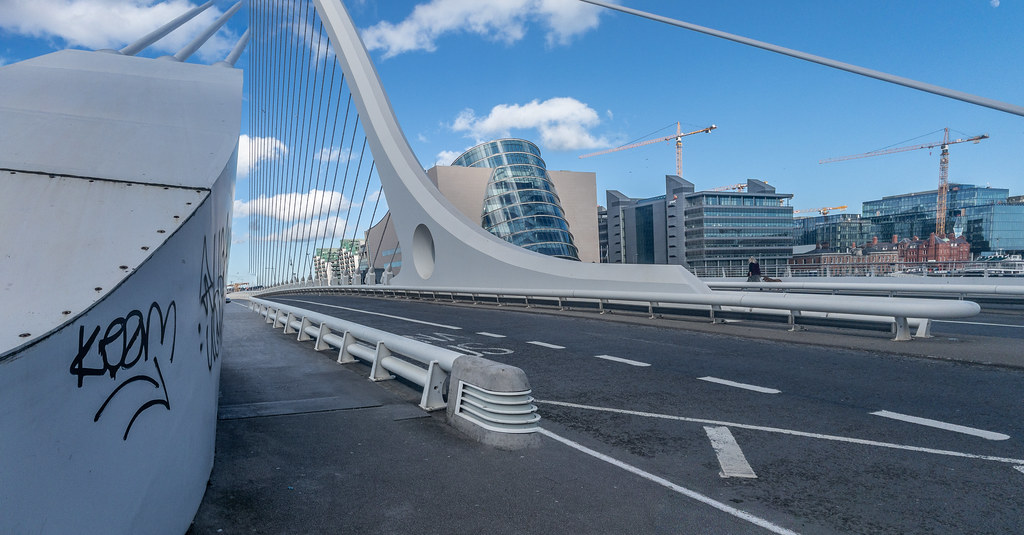 THE SAMUEL BECKETT BRIDGE [FREQUENTLY PHOTOGRAPHED]-170250
