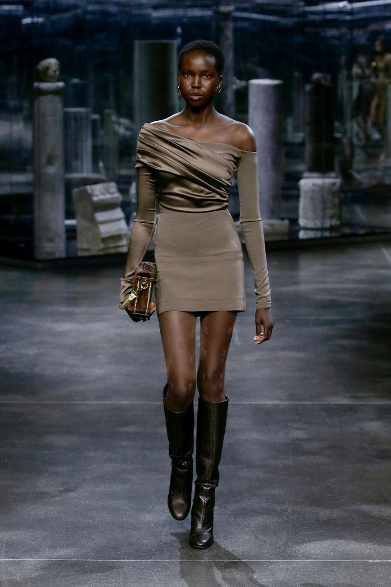 16-Fendi-Fall-2021-fashion-runway-show