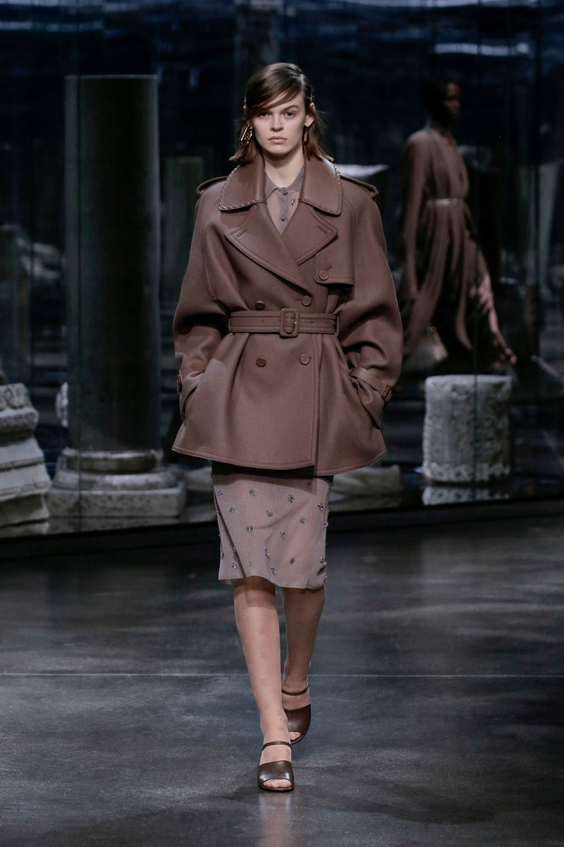 10-Fendi-Fall-2021-fashion-runway-show