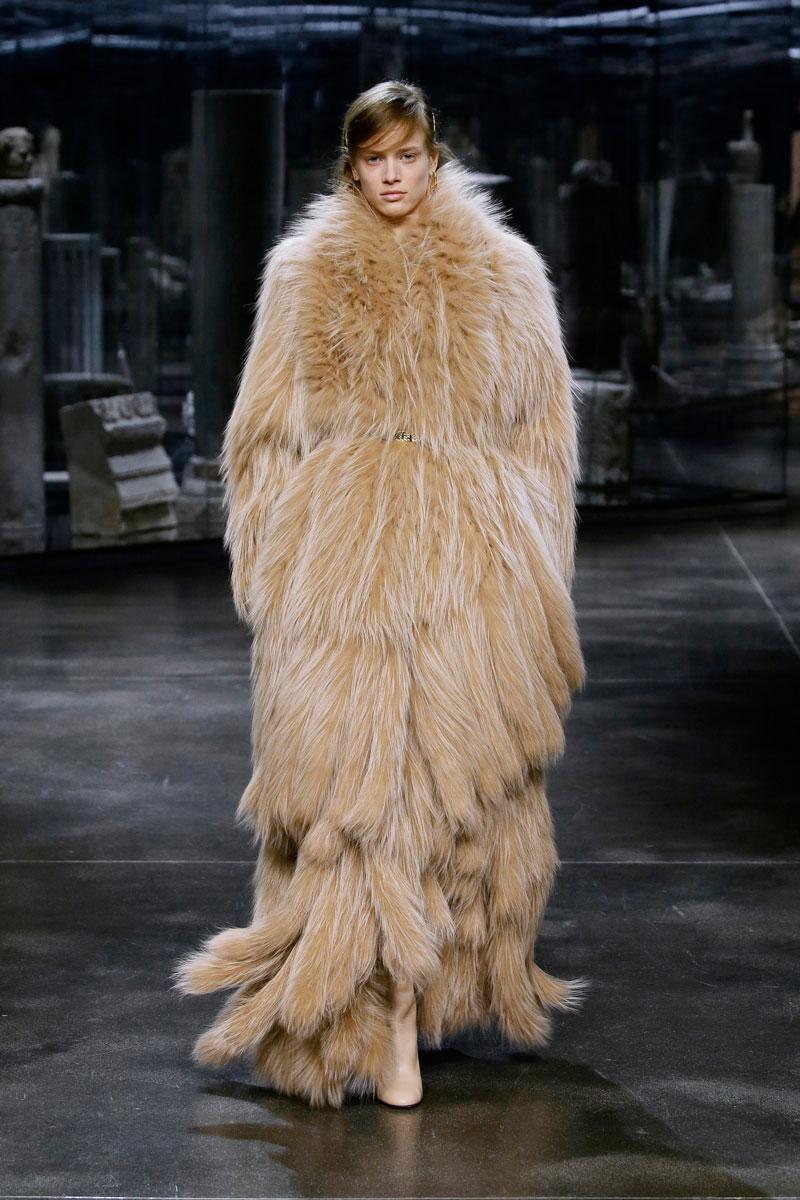 6-Fendi-Fall-2021-fashion-runway-show