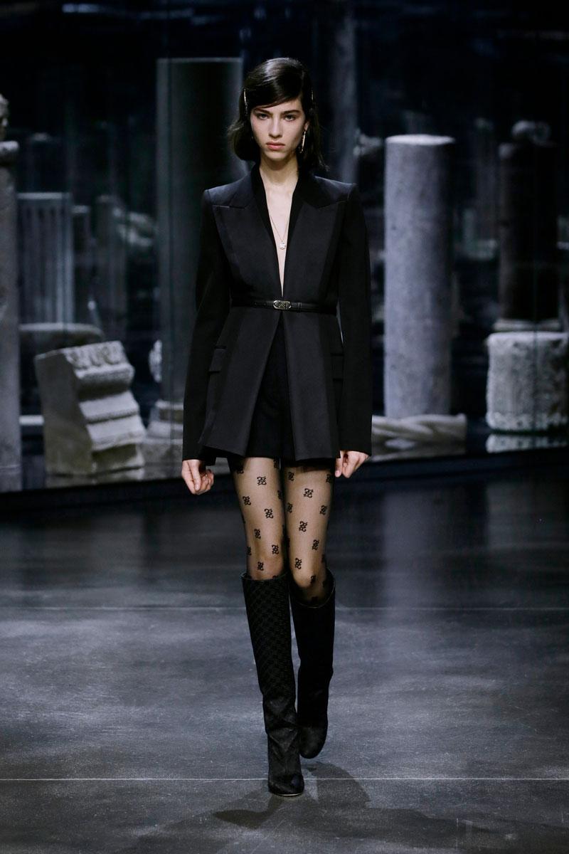 25-Fendi-Fall-2021-fashion-runway-show
