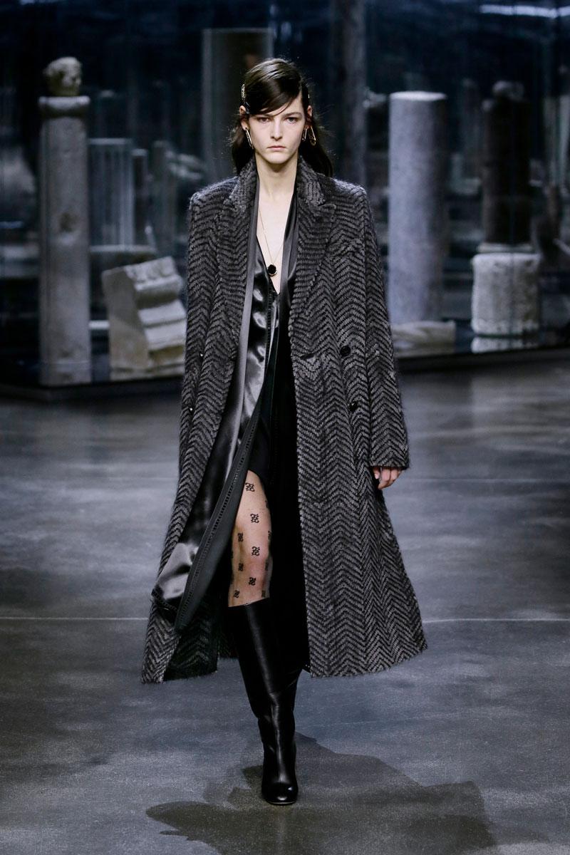 22-Fendi-Fall-2021-fashion-runway-show