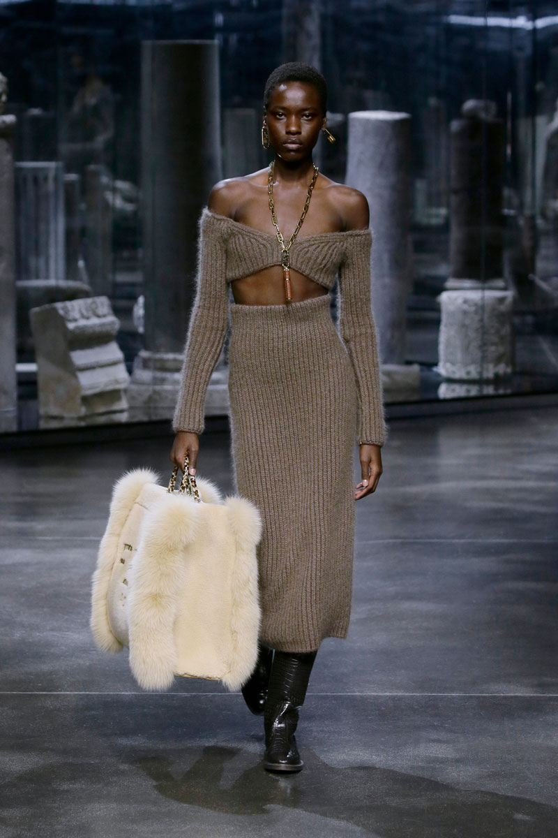 19-Fendi-Fall-2021-fashion-runway-show