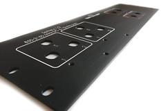 panel czołowy aluminium anodowane głeboko grawerowane opisy