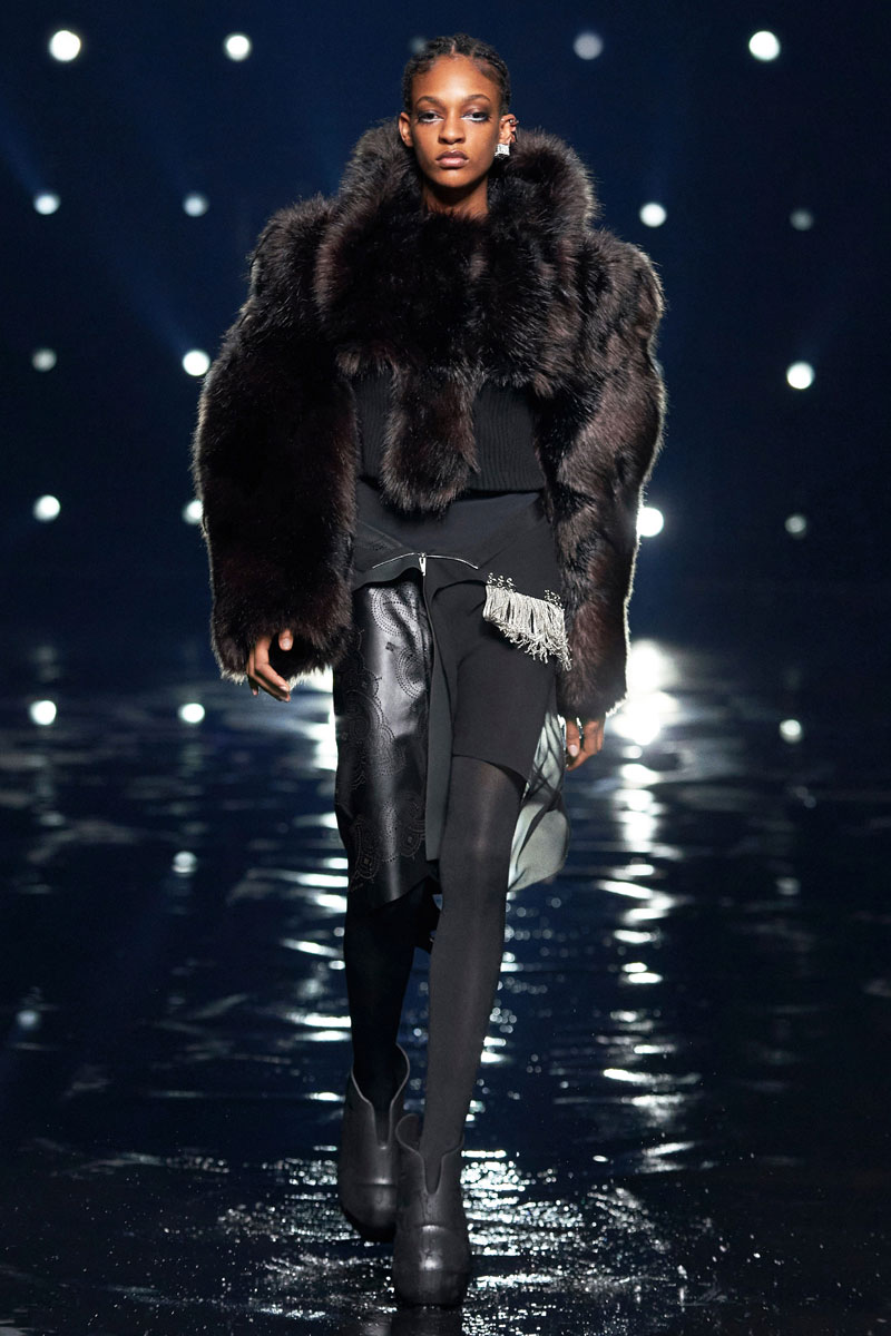 2_Givenchy-RTW-Fall-2021-runway-show-matthew-williams