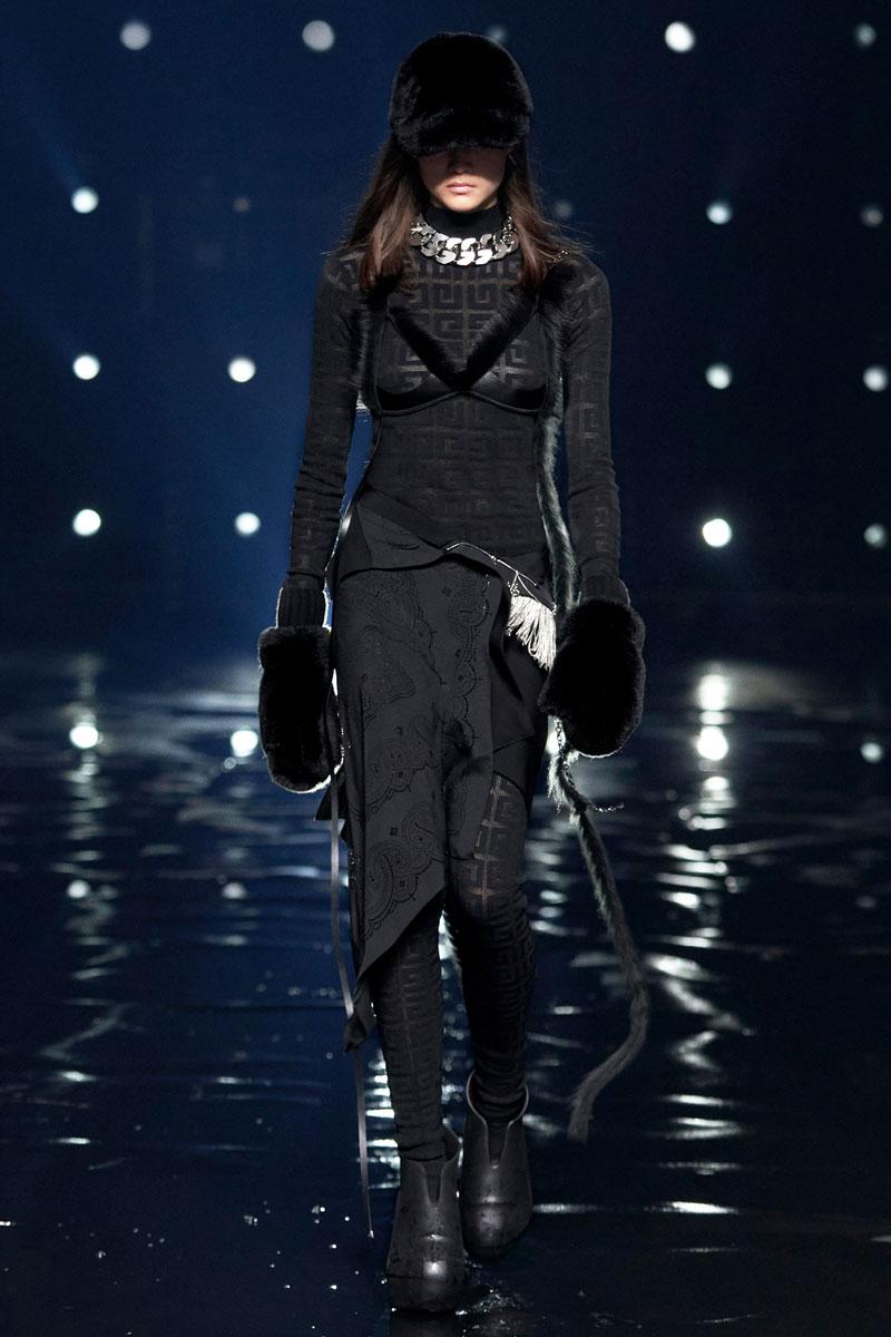 1_Givenchy-RTW-Fall-2021-runway-show-matthew-williams