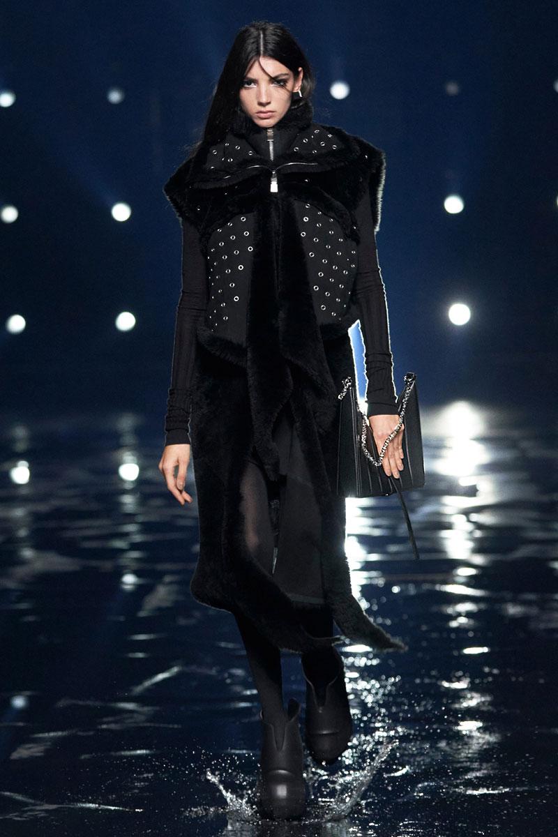 5_Givenchy-RTW-Fall-2021-runway-show-matthew-williams