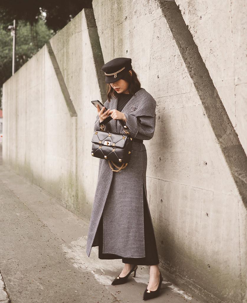 Toteme經典外套Annecy千鳥格紋實穿 + Valentino Roman鉚釘包