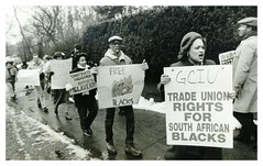 Dozens picket S. African Embassy over apartheid: 1985