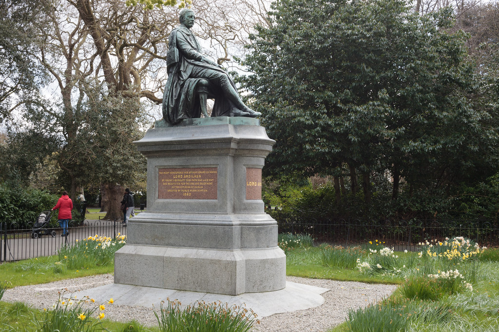 STATUE OF A SEATED LORD ARDILAUN [ST STEPHEN'S GREEN DUBLIN]-189608