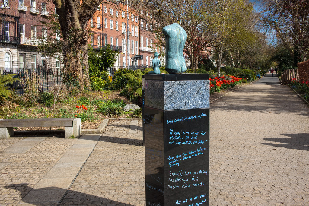 PUBLIC ART INSTALLATION IN MERRION SQUARE PARK [TRIBUTE TO OSCAR WILDE]-189569