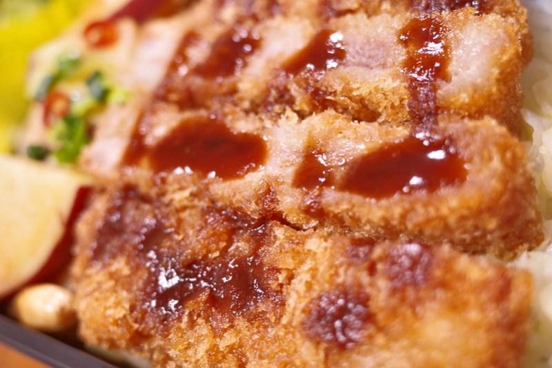 県産豚のとんかつ ちば元気弁当 ~豚づくし丼~ 16