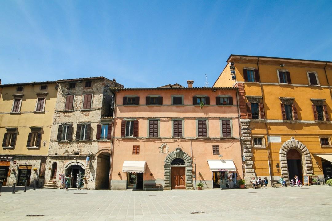Piazza del Popolo (vicolo Cisterne Romane)