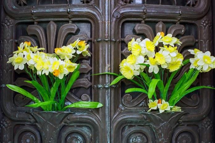 Fake flowers on the door