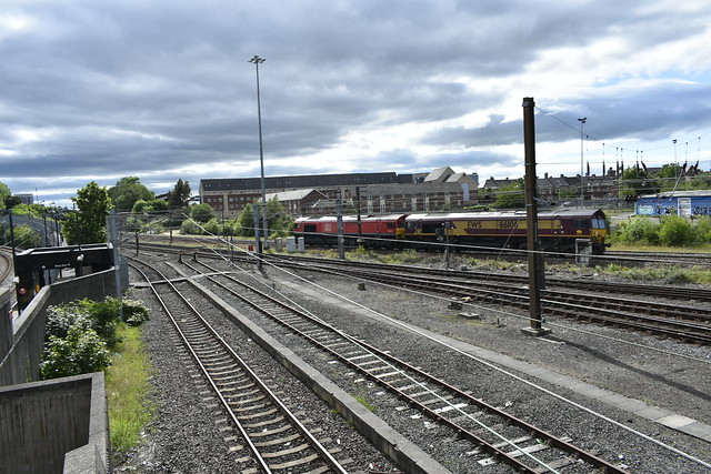 Two DB class 66s