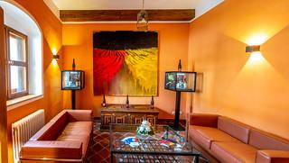 Lounge mit Kunst