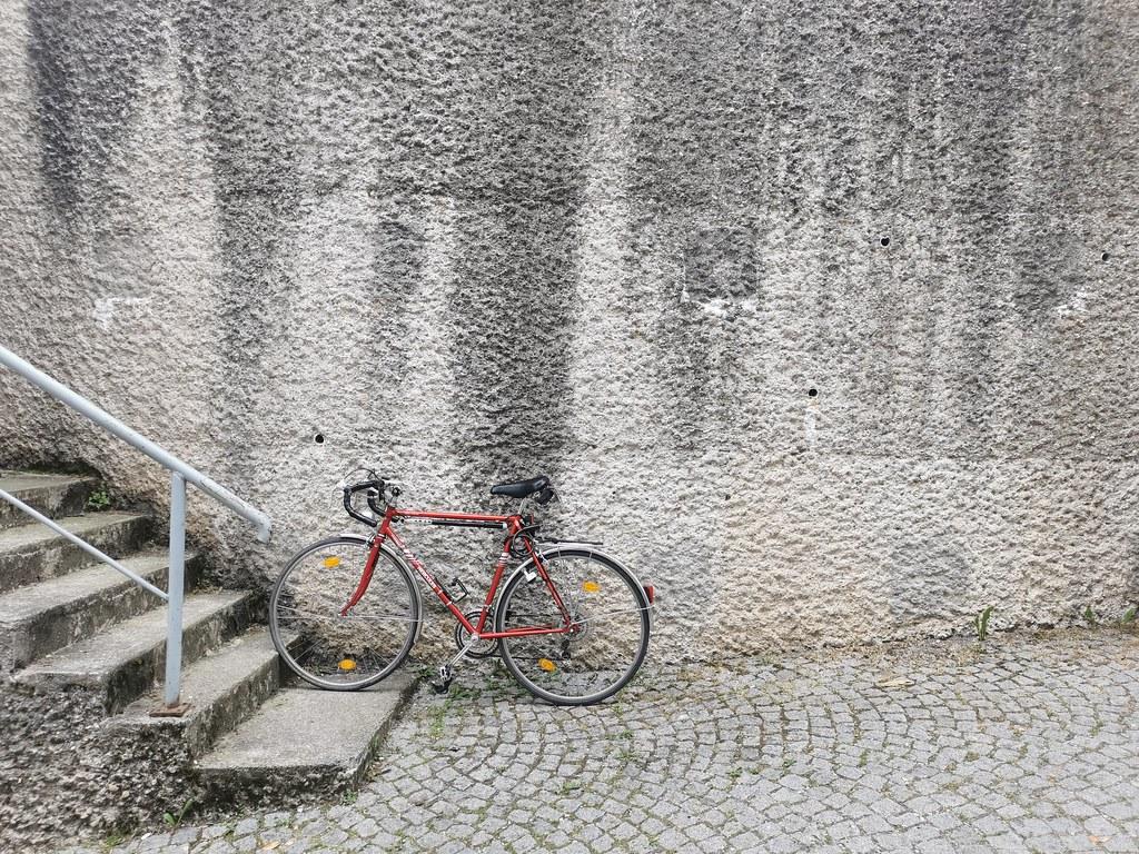 """""""Er kommt an mit seinem Rennrad..."""", Burghausen 2021"""