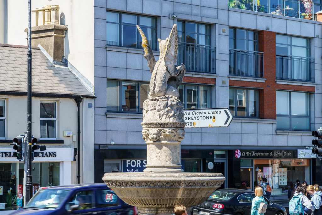 THE WYVERN IN FRONT OF McDONALDS IN BRAY [BRABAZON MONUMENT]-193336