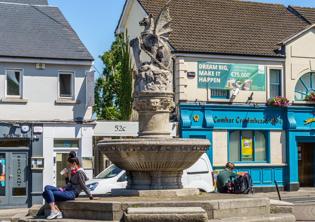 THE WYVERN IN FRONT OF McDONALDS IN BRAY [BRABAZON MONUMENT]-193334