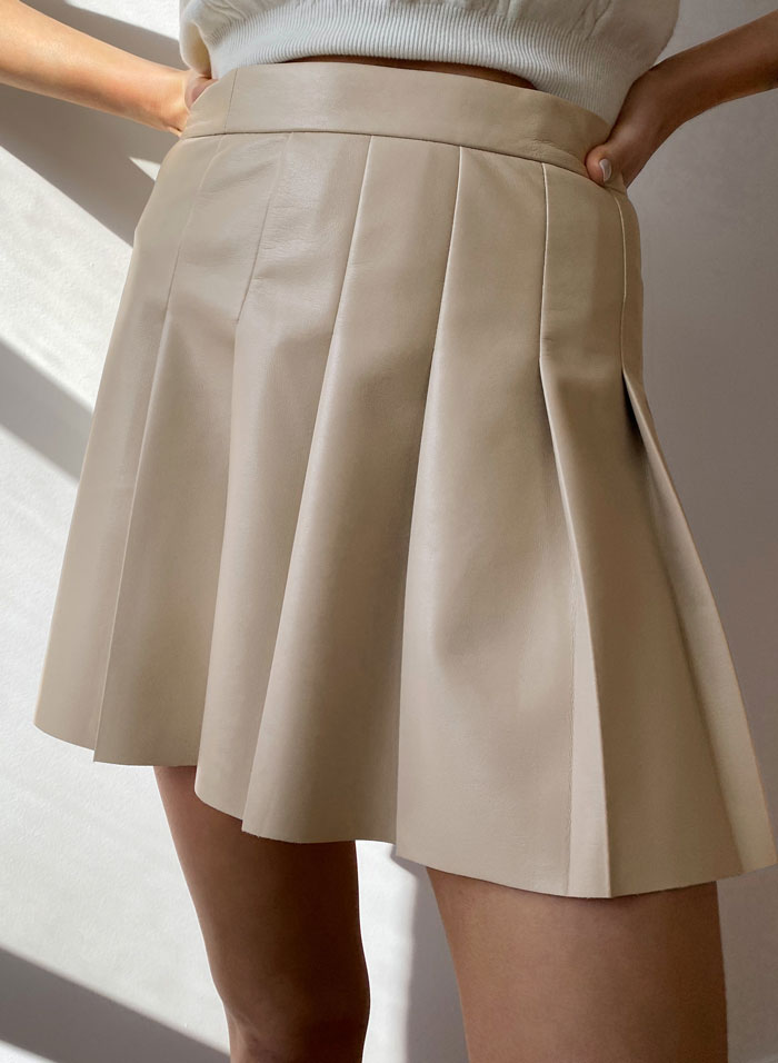 4_aritzia-faux-leather-tennis-skirt-pleated