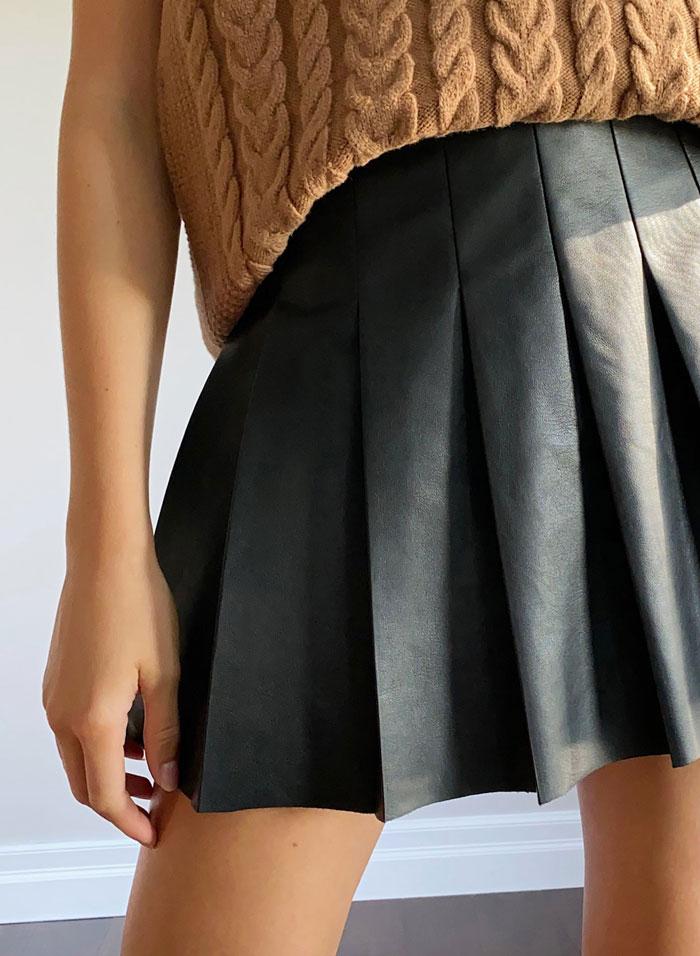 2_aritzia-vegan-leather-tennis-skirt-pleated