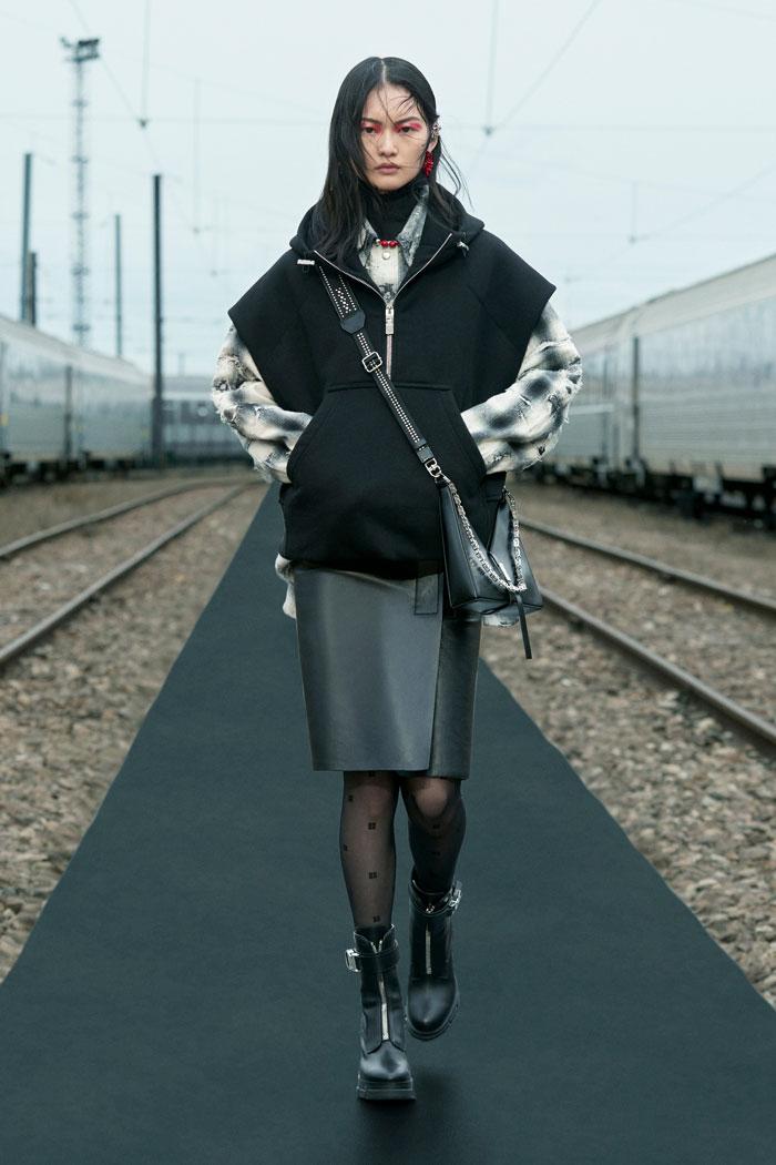 9-Givenchy-Resort-2022-runway