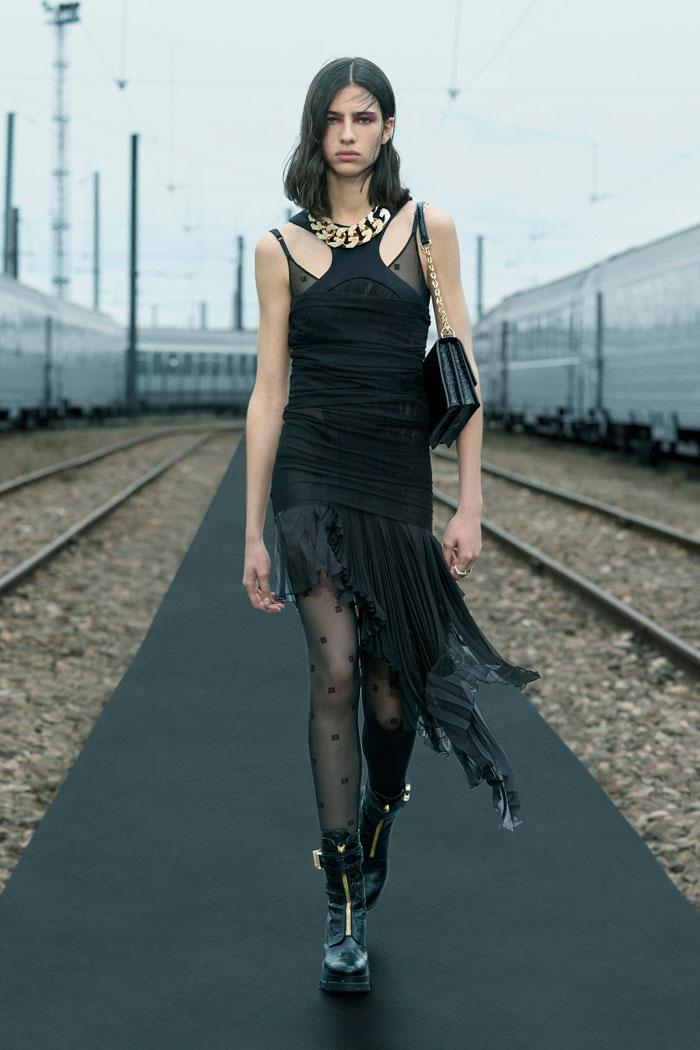 6-Givenchy-Resort-2022-runway