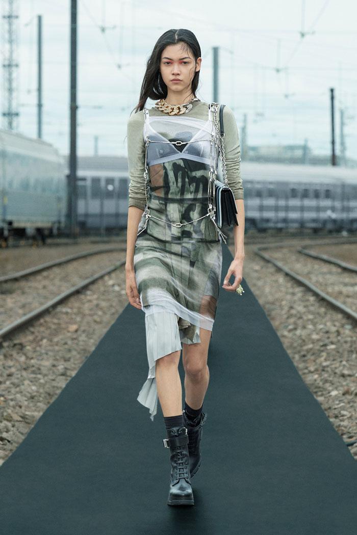 2-Givenchy-Resort-2022-runway