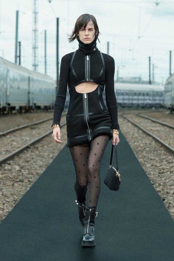4-Givenchy-Resort-2022-runway