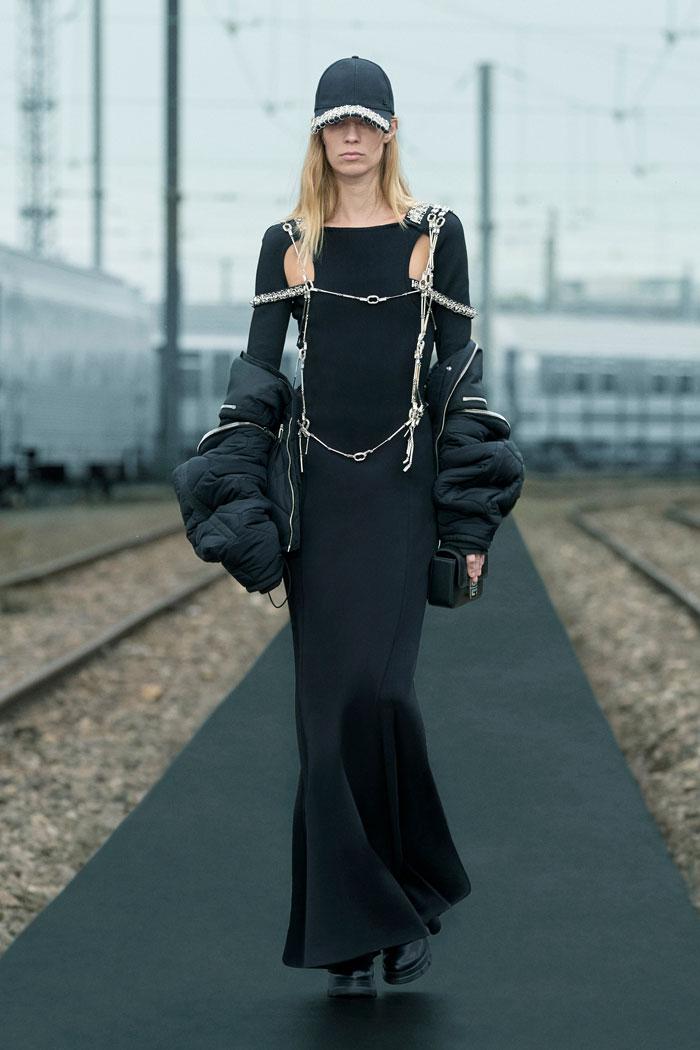 18-Givenchy-Resort-2022-runway