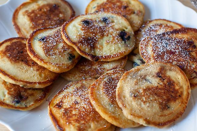 blueberry pancakes + pancakes 101