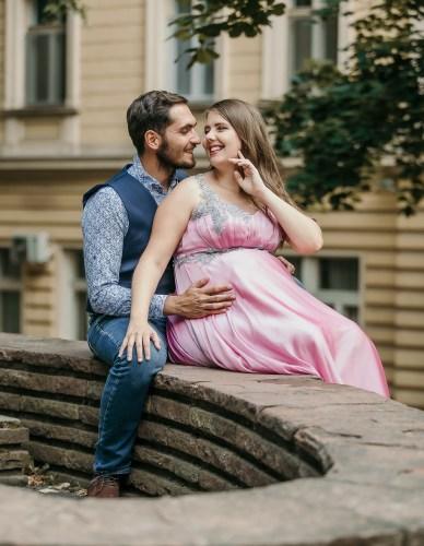 Вен и Поли като бременна