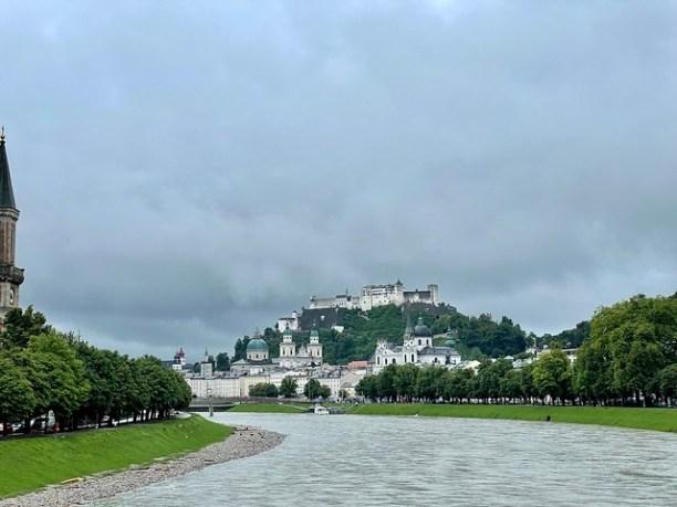 Regendüsteres Salzburg