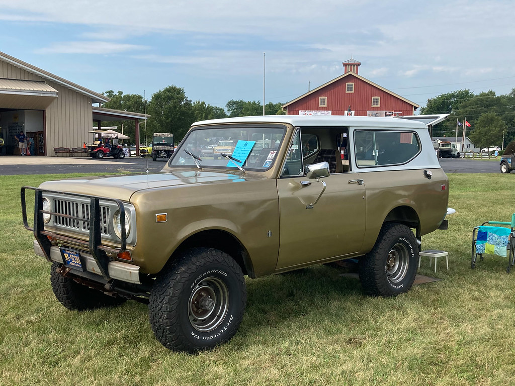 Gold poly 1975 Scout II