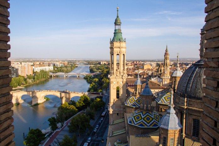 從皮拉爾大教堂塔樓眺望薩拉戈薩Panoramica desde torre Basilica Pilar - Autor Sitios de España ©Zaragoza Turismo
