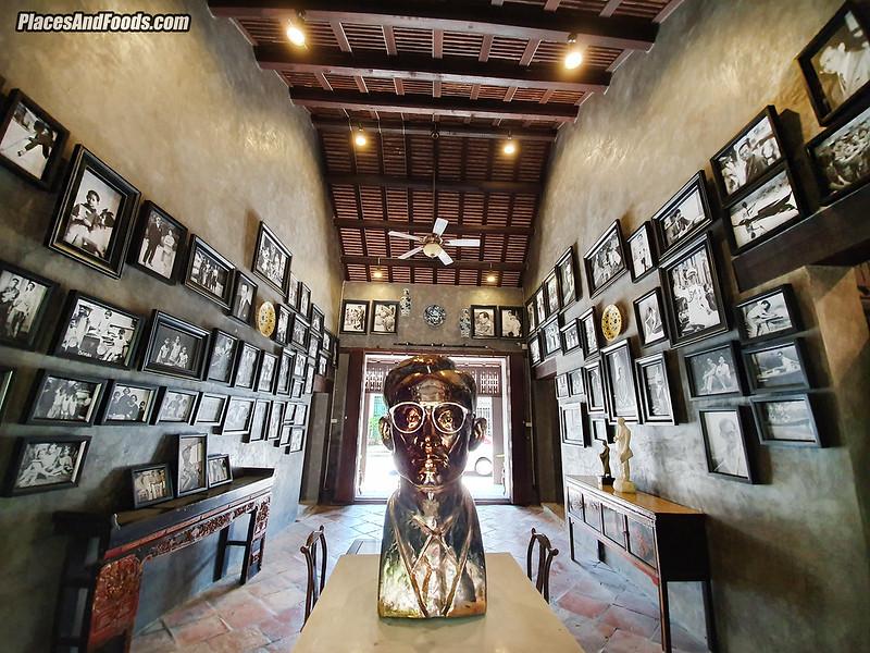 Baan Nakhon Nai Museum king sculpture