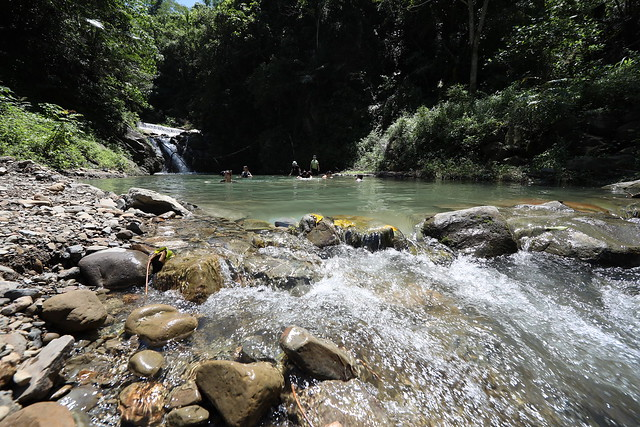 嘉義茶山部落珈雅瑪瀑布:適合戲水、刺激跳水
