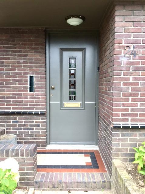 Jaren '30 huis grijsgroene voordeur