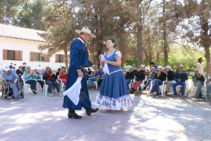 2021-10-01: DESARROLLO HUMANO: Visita a la Residencia Eva Duarte por el Día de las Personas Mayores