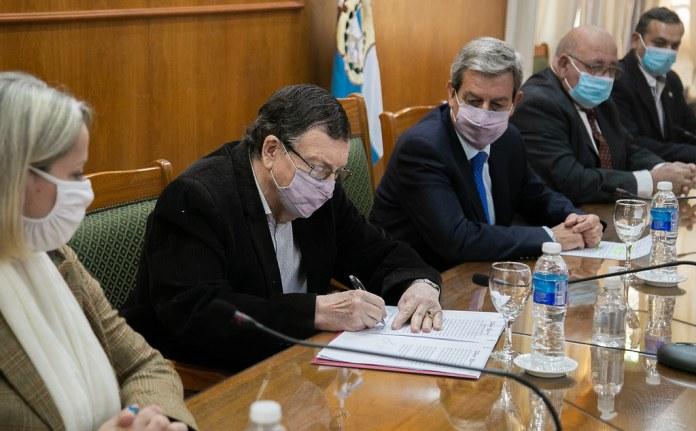 2021-10-04 PRENSA: Firma de Convenio entre la Secretaría de Estado de Ciencia, Tecnología e Innovación y FEPU