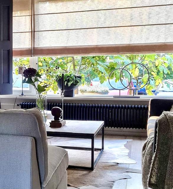 Bloempot op voet ornament met 2 ijzeren ringen vensterbank decoratie landelijk