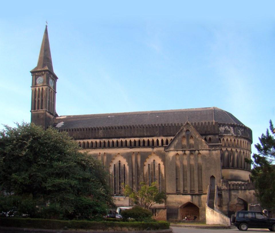 torre exterior Catedral Anglicana Iglesia de Cristo Stone Town Zanzibar Tanzania 01