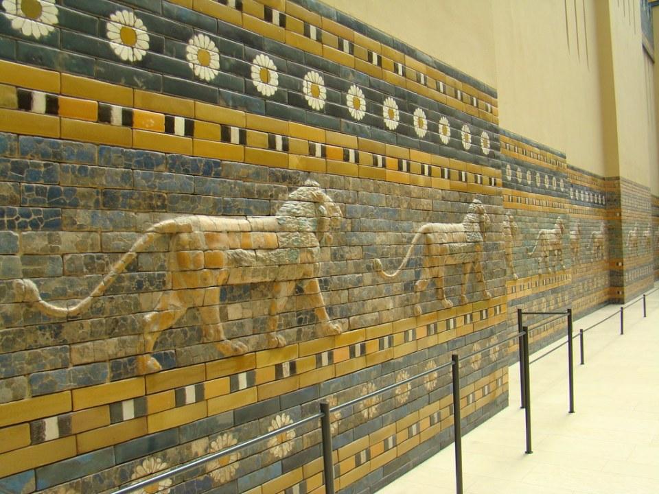 Vía de la Procesiones Periodo del rey Nabucodonosor II-Puerta Ishtar de Babilonia en Museo Pérgamo-Oriente Proximo-Berlin 03