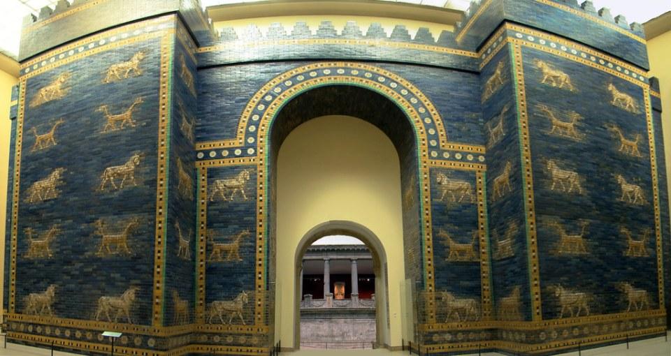 panorámica Puerta de Ishtar de Babilonia Museo de Oriente Próximo Vorderasiatisches Museo Pergamo Berlín Alemania 02