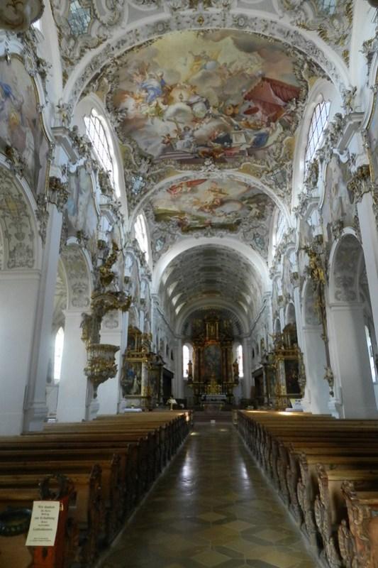 altar mayor y bóveda interior Iglesia de San Juan Bautista de Steingaden Baviera Alemania 03
