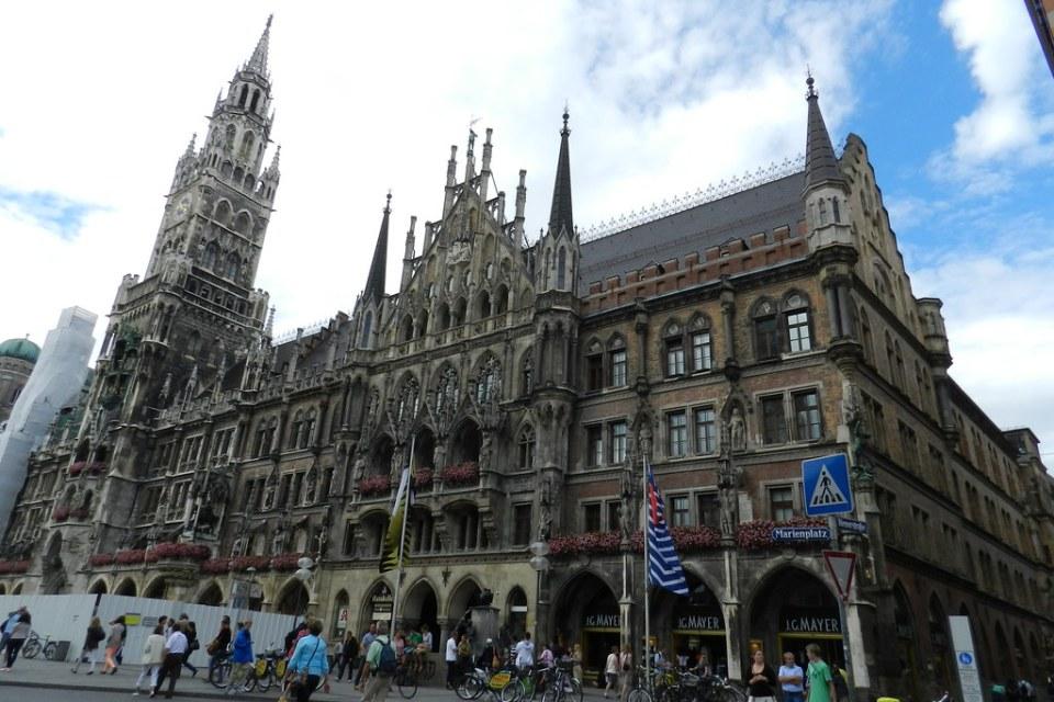 edificio exterior Ayuntamiento Plaza de Maria Marienplatz Munich Alemania 03